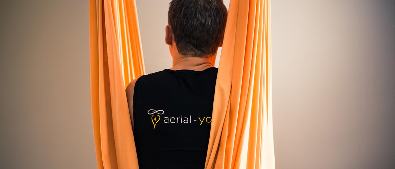 Jost Blomeyer im Aerial Yoga Tuch